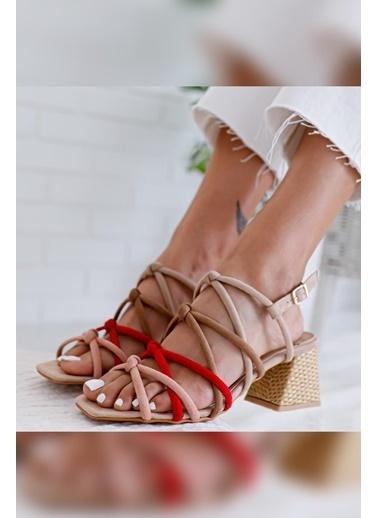 Limoya  Ten Kum Kırmızı Pudra Süet Çapraz Detaylı Yılan Alçak Topuklu Sandalet Ten